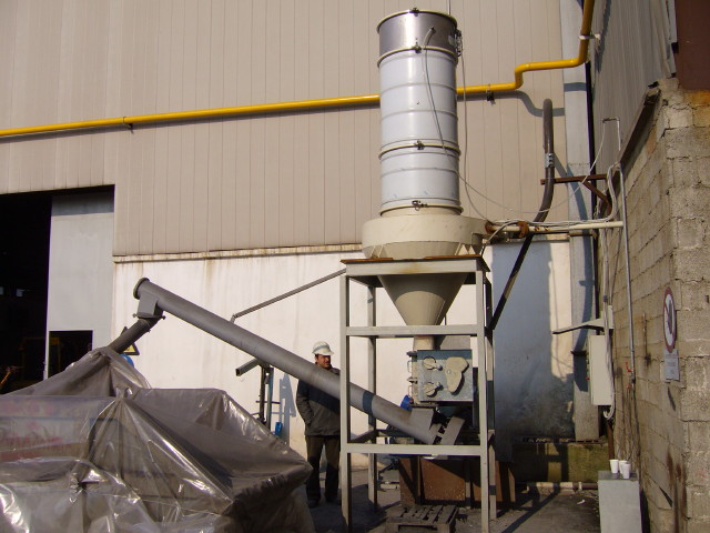 Σύστημα κεντρικής σκούπας σε βιομηχανία παραγωγής ηλεκτροδίων