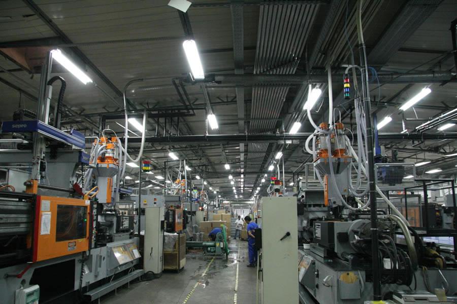 Εγκατάσταση αερομεταφοράς και βαρομετρικής δοσομέτρησης 4 διαφορετικών υλικών σε 30 μηχανές πλαστικών.